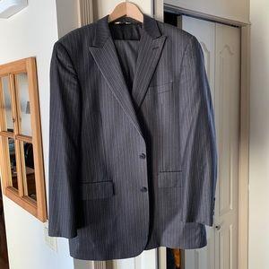 Men's 2 piece wool pin stripe suit. 42L